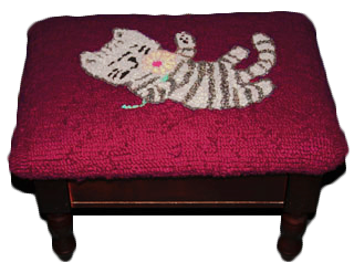 Hooked wool playful cat foot stool